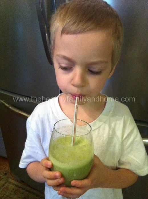 Kale and Banana Green Smoothie | The Healthy Family and Home