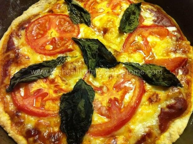 Vegan-Tomato-and-Basil-Pizza