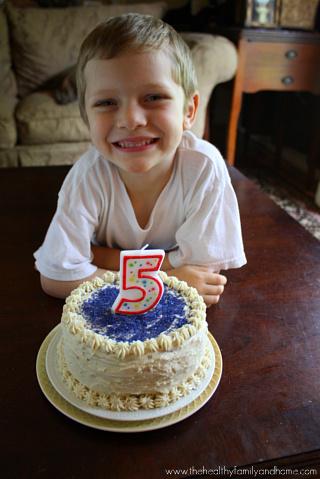 Vanilla-Vegan-Birthday-Cake-with-Buttercream-Icing
