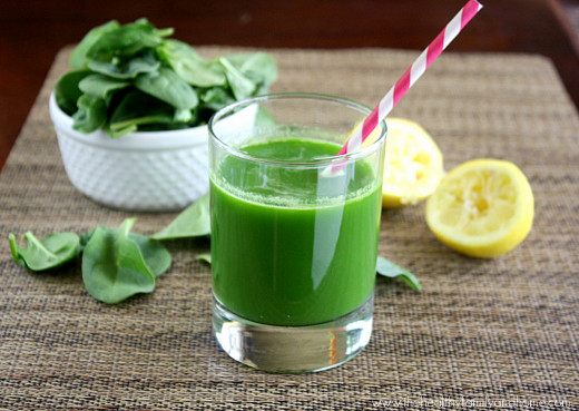 Spinach-Cucumber-and-Celery-Juice-with-an-Omega-8005-Juicer
