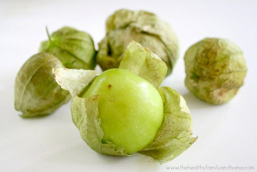 Clean Eating Raw Tomatillo Salsa | The Healthy Family and Home