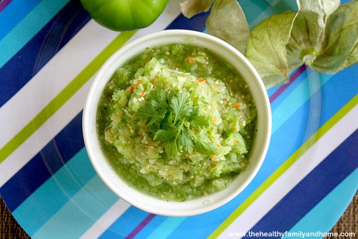 Clean Eating Raw Tomatillo Salsa | thehealthyfamilyandhome.com