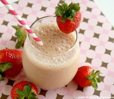 """Strawberry-Smoothie-with-""""Raw-Fit""""-from-Garden-of-Life"""