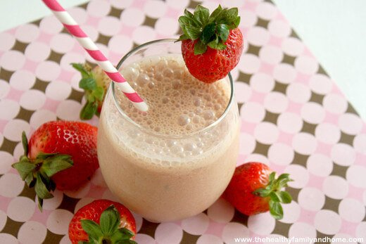 "Strawberry Smoothie with ""Raw Fit"" from Garden of Life"