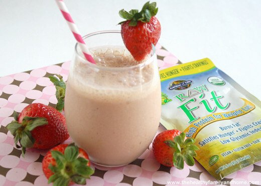 "Strawberry Smoothie with ""Raw Fit"" from Garden of Life (Raw/Vegan/GF)"