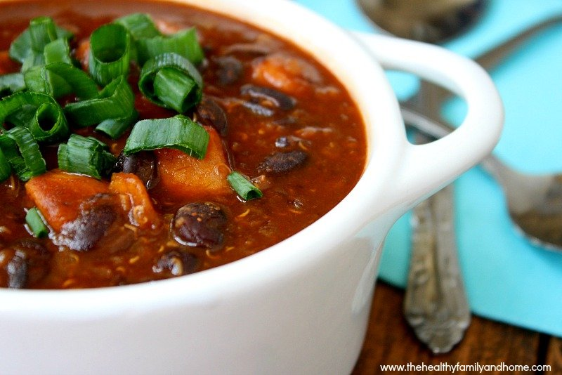 Chipotle-Black-Bean-and-Sweet-Potato-Quinoa-Chili