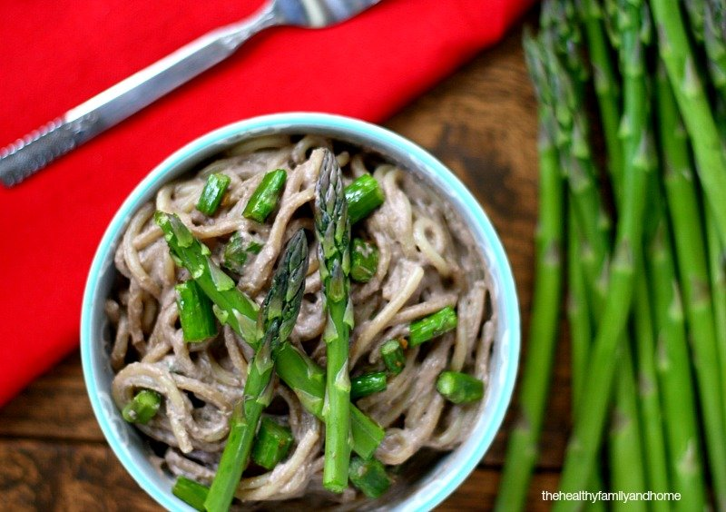 Pasta-with-Asparagus-and-Creamy-Mushroom-Sauce