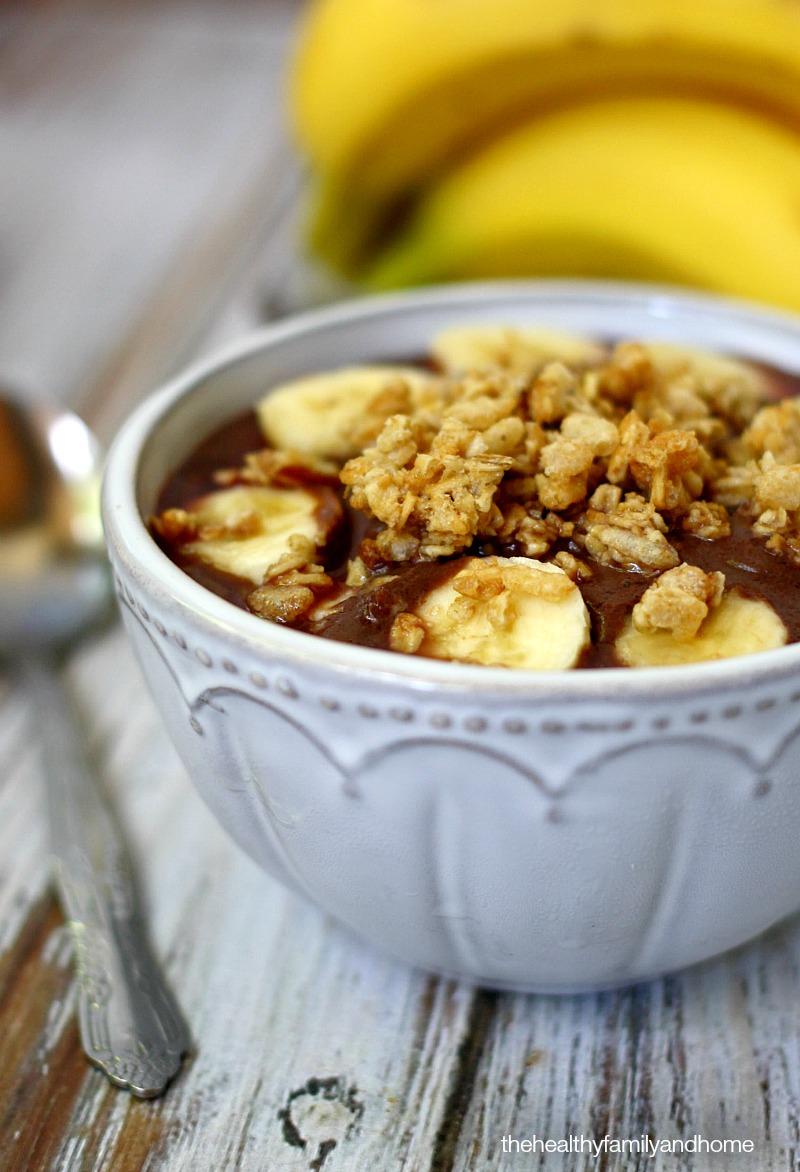 clean-eating-vegan-classic-acai-bowl