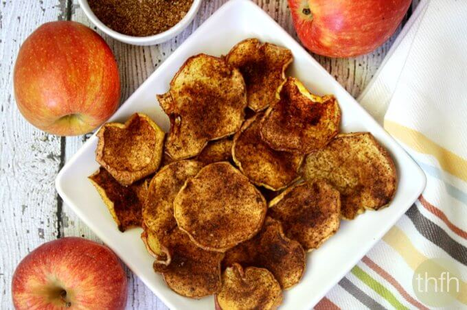 Clean Eating Cinnamon Vanilla Apple Chips - Raw, Vegan, Gluten-Free, Dairy-Free, Paleo, No Refined Sugar | The Healthy Family and Home