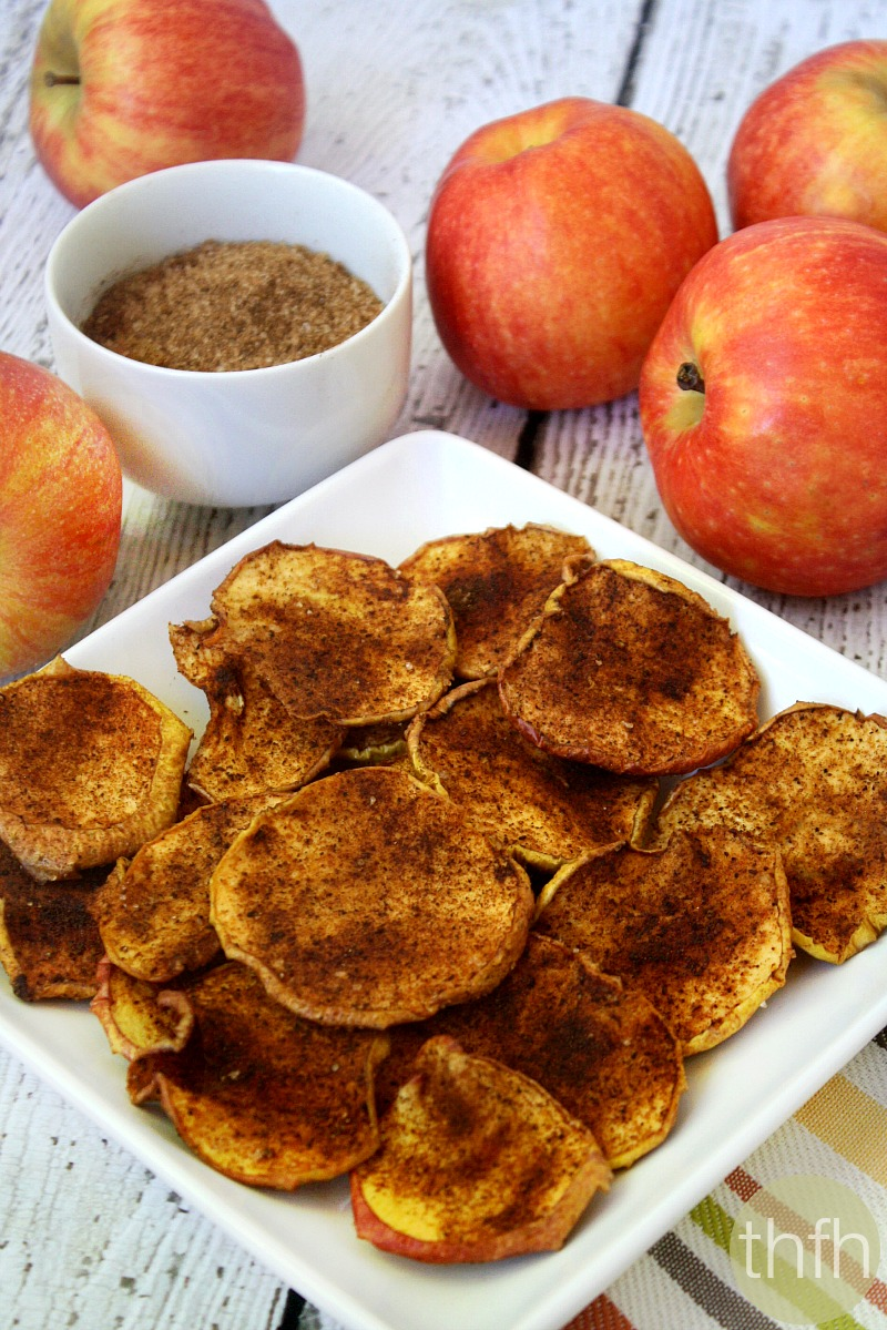 Clean Eating Cinnamon Vanilla Apple Chips - Raw, Vegan, Gluten-Free, Dairy-Free, Paleo-No Refined Sugar | The Healthy Family and Home