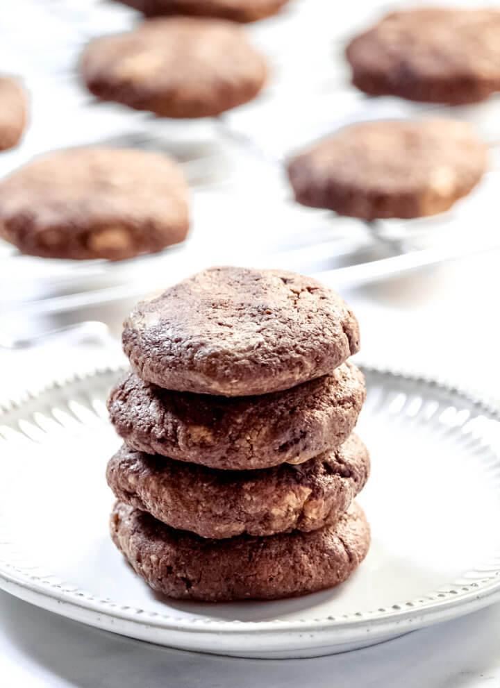 Flourless Chocolate Fudge Mint Cookies