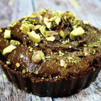 Raw Vegan Chocolate Pudding Tarts | The Healthy Family and Home