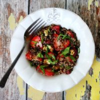 Strawberry and Spinach Quinoa Salad with Balsamic Vinegar | The Healthy Family and Home
