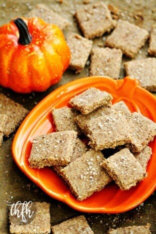 Gluten-Free Vegan Flourless Pumpkin Spice Crackers with Sea Salt | The Healthy Family and Home